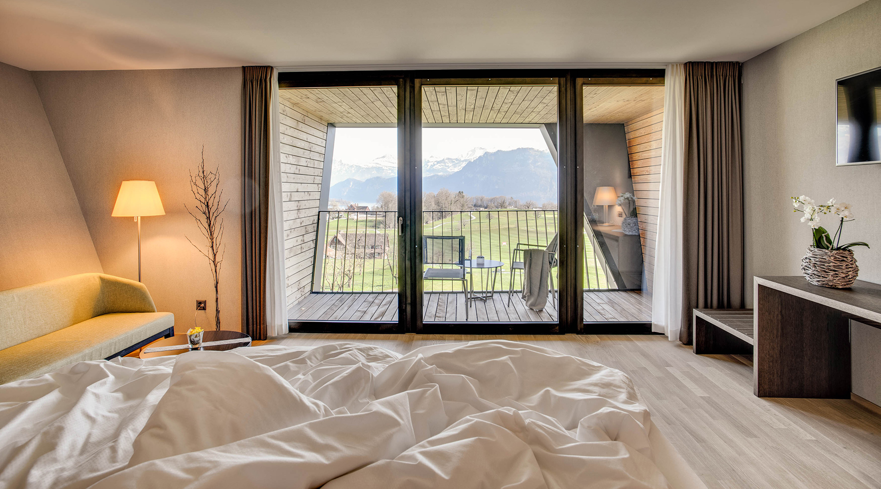 <span class='cycle-icon SLEEPING'></span><span class='cycle-title'>SLEEPING</span><span class='cycle-subtitle'>Relax, unwind, enjoy - in a wonderful panoramic location in the immediate vicinity of the city of Lucerne</span>